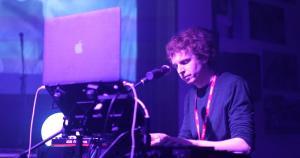 Richard Performing 003