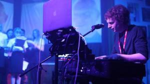 Richard Performing 004